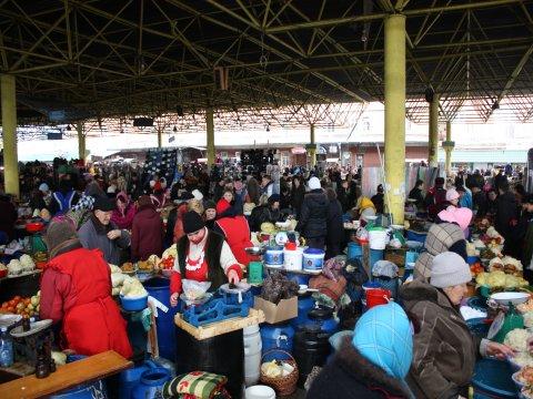 Gemüsehändler auf dem Markt Privos