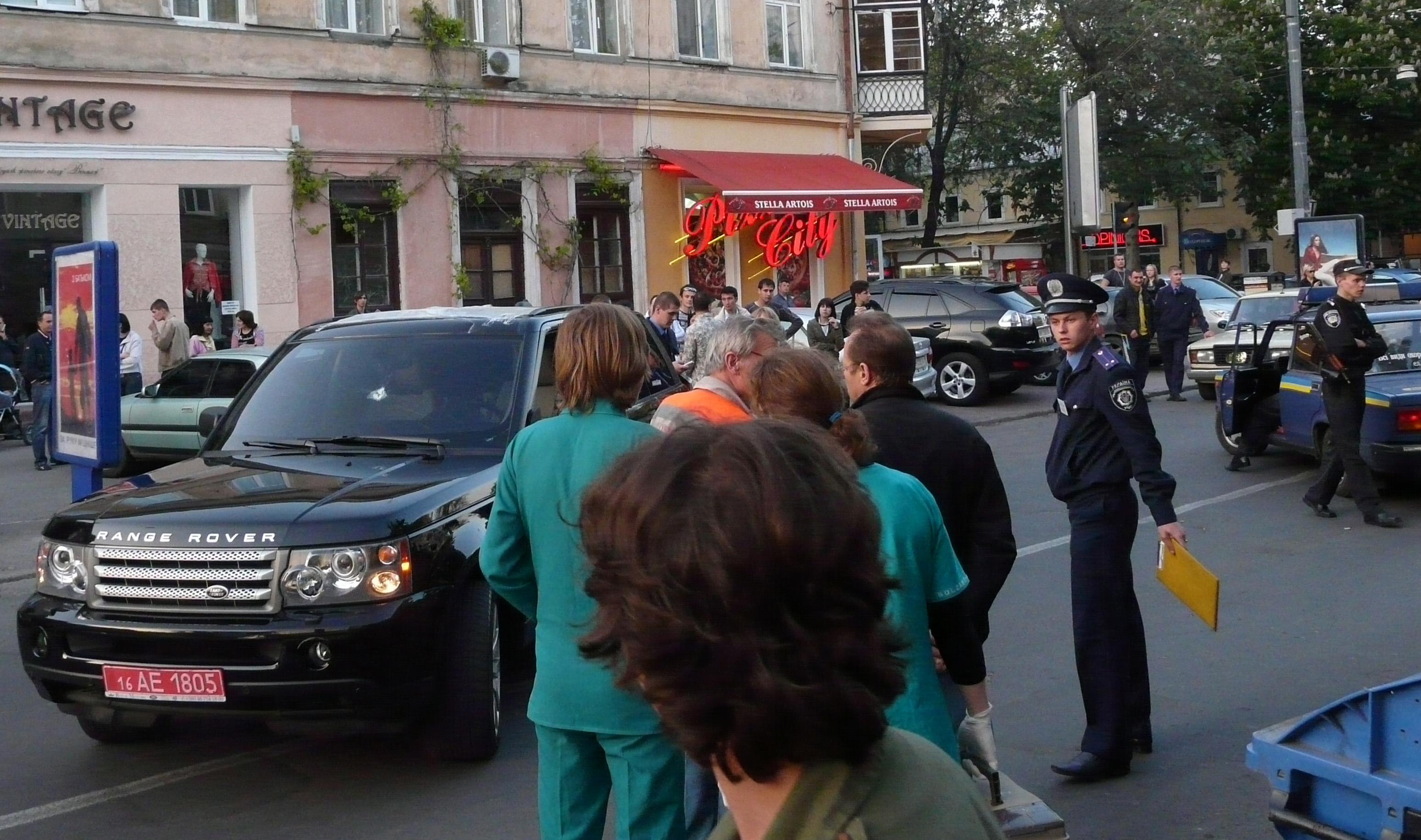 Odessa, Mitte Mai: Straßensperrung nach einer Schießerei 200 Meter entfernt vom Polizeirevier